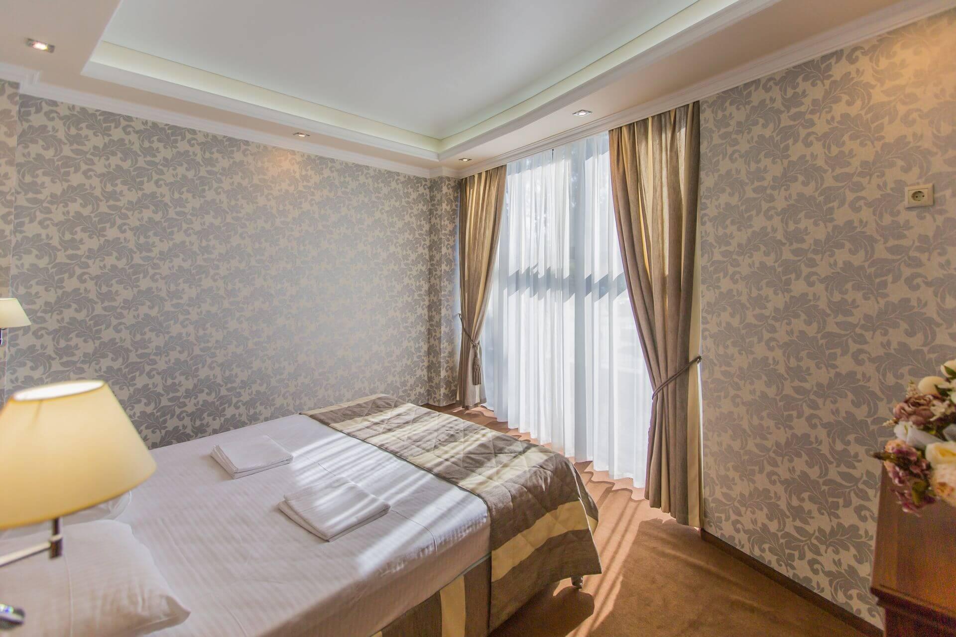 Номер Люкс - Гранд отель Гагра - отель европейского уровня в Абхазии (Grand Hotel Gagra)