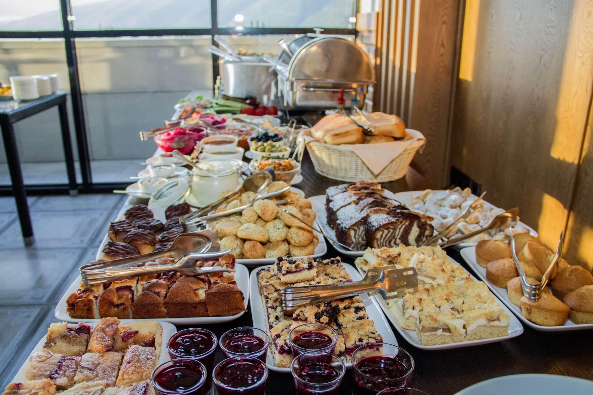 Ресторан шведский стол - Гранд отель Гагра - отель европейского уровня в Абхазии (Grand Hotel Gagra)