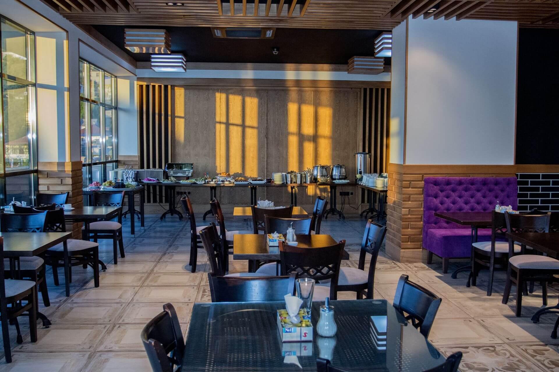 Ресторан - Гранд отель Гагра - отель европейского уровня в Абхазии (Grand Hotel Gagra)